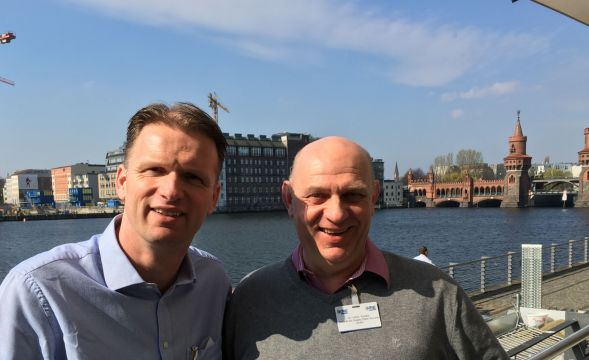 Durch Interview Vorne    mit Dr. Ulrich Franke